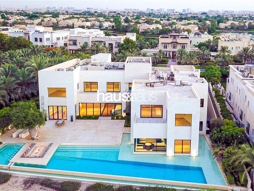 7 bedroom Villa for sale in Sector E - view 1