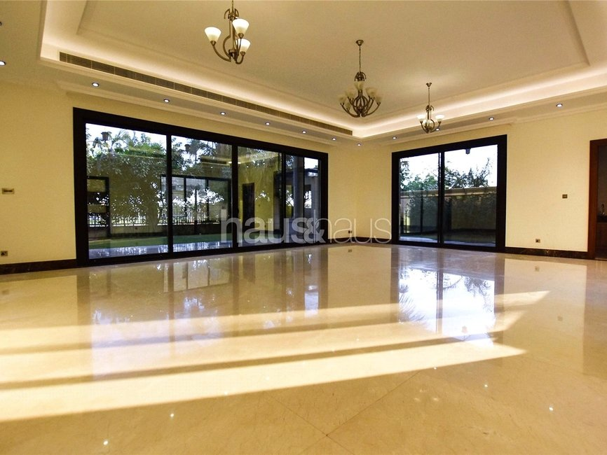 6 bedroom Villa for rent in Sector E - view 1